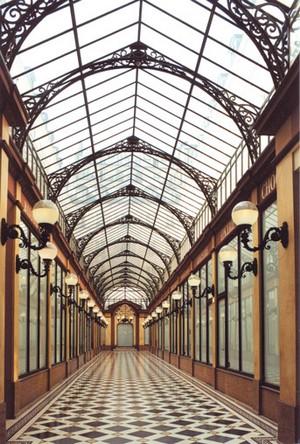 passages-couverts-paris-sous-pluie